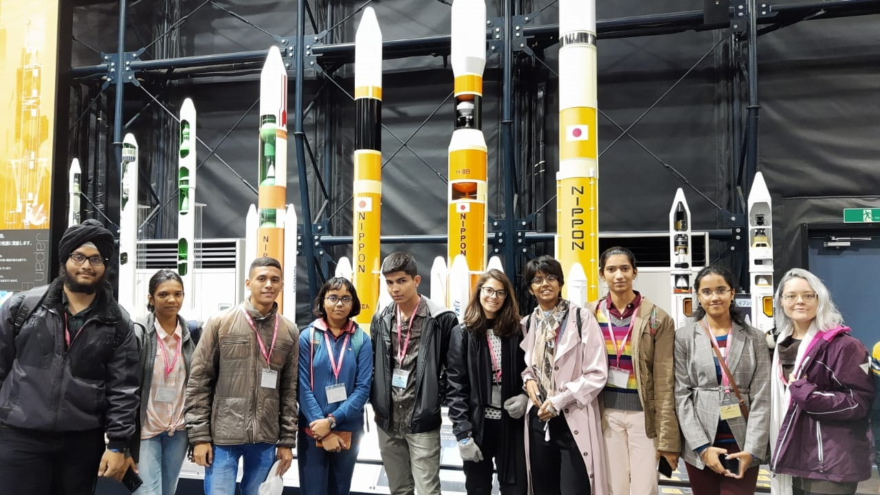Clara Marcelino Ribeiro Sousa e mais o grupo de estudantes que participou do programa de intercâmbio Sakura Science High School Program, de 24 a 30 de novembro, no Japão.